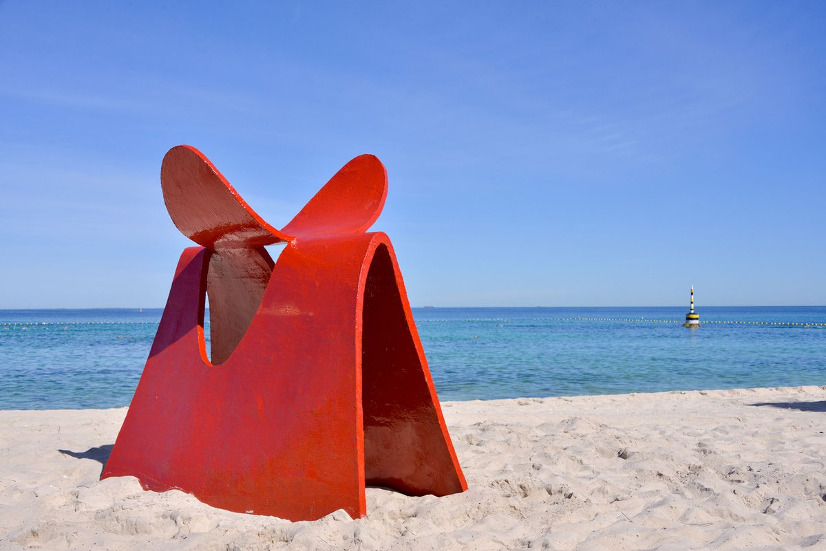 2 DAYS TO GO! Sculpture by the Sea, Cottesloe 2021 runs from 5 - 22 March #sxscottesloe20 | #wanderoutyonder  Image: Peter Lipkovič, 'Calf', Sculpture by the Sea, Cottesloe 2020. Photo: Clyde Yee https://t.co/BqxkR7oELn