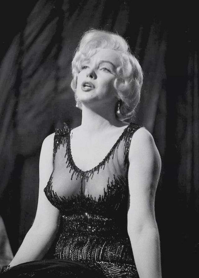 Monroe nipples marilyn Shannen Doherty