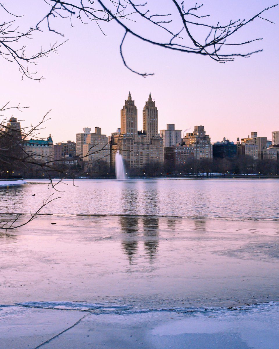 Early evening on a cold winter day at the Central Park reservoir #NYC .