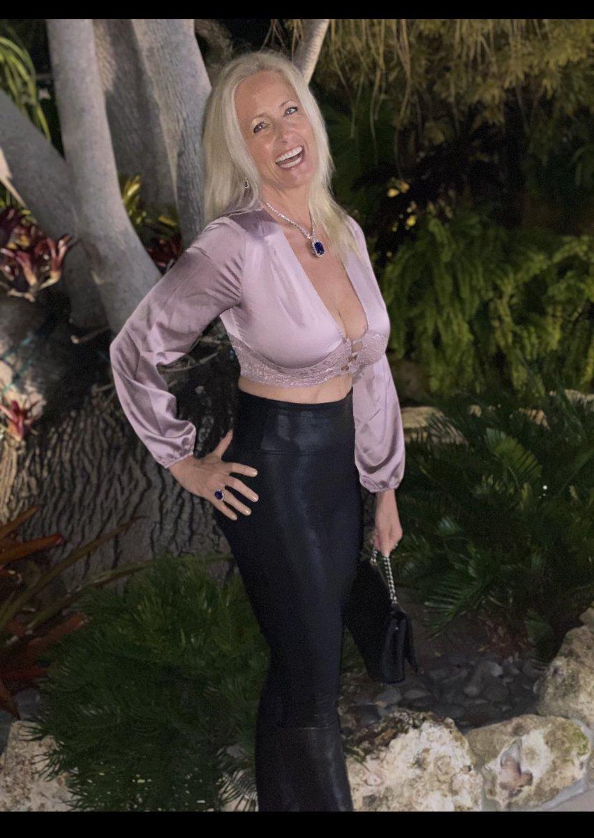 Such a lovely evening out! #lorraineziff #dearlorraine #smile #happiness #laughter #srq #starmandscircle #lbk #florida #iloveflorida #fl #florida @cafeleuropesarasota  #happy