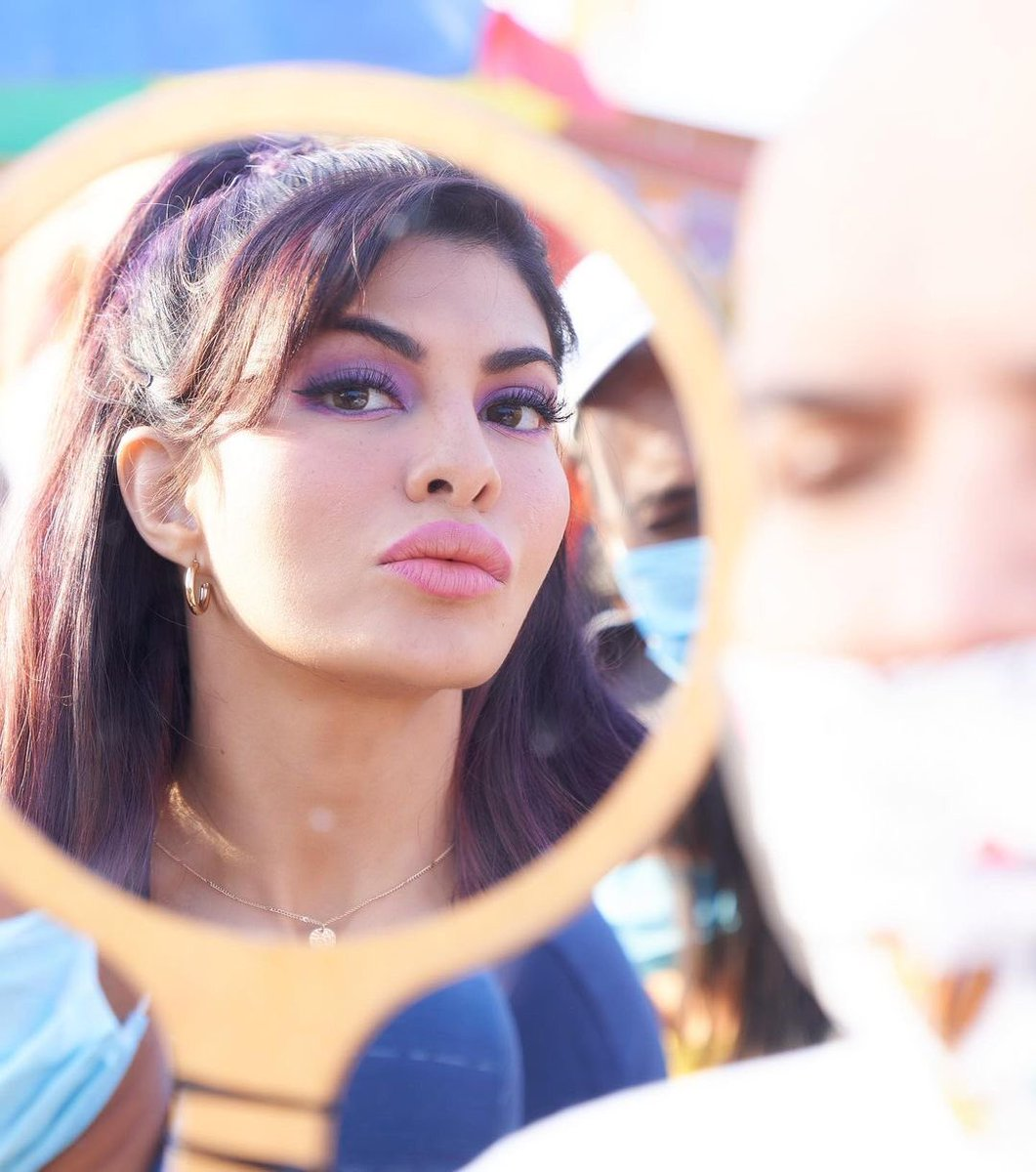 It's always super fun with you on sets! 🎬♥️   Waiting to see you play this beauty in #SajidNadiadwala's #BachchanPandey in cinemas on 26th Jan 💥  @Asli_Jacqueline @farhad_samji @WardaNadiadwala