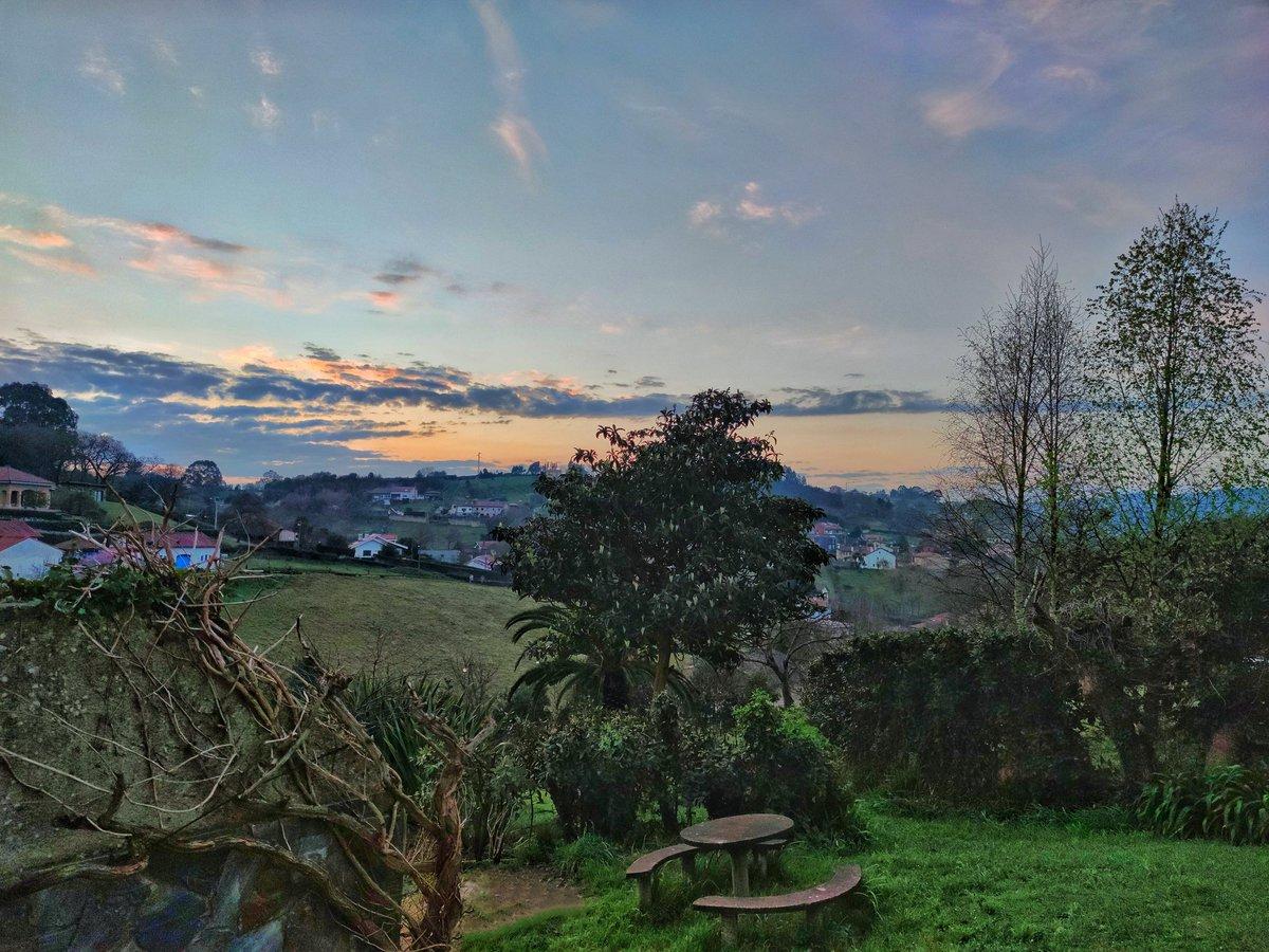 #BuenosDiasATodos #amanecerdesdemiventana con 8° #Somió #Gijón #Asturias #ParaísoNatural #fotografia #Travel  ( sDq volveré desde mi ventana )  🙋🏻♂️✌️🥰