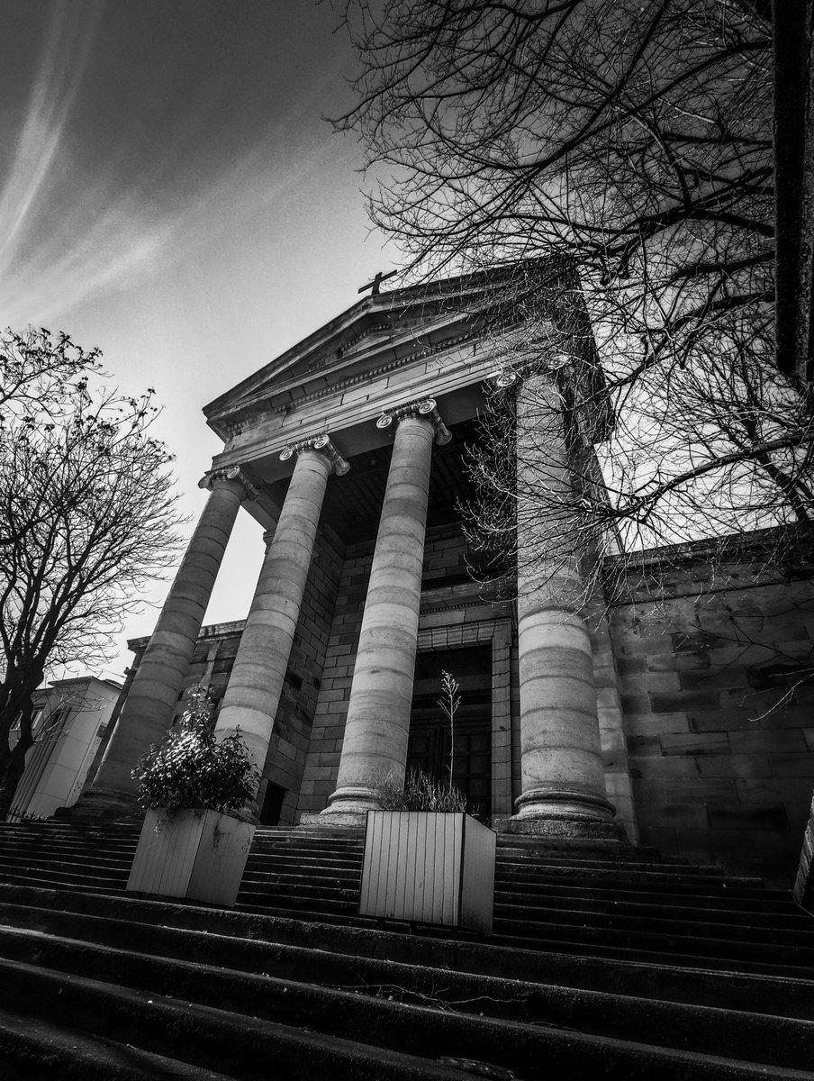 """Église "" . #saintetienne #chuch #city #streetphoto #architecture #bnwphotography #art #colonnes #Monochrome #travel #streets  #blackandwhitephotography #blackandwhite #noiretblanc #streetphotography #bnw #photography #bnw_captures"
