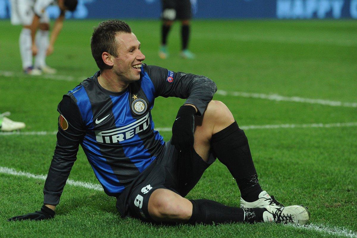 Cassano : « L'Inter Milan a été ridicule en #UCL, le championnat italien est modeste par rapport à la Champions League. Cette saison, ils ont terminé la phase de groupes derrière le Shakhtar ! C'est le problème de Conte, ce type n'a pas compris qu'il n'était pas Guardiola. »