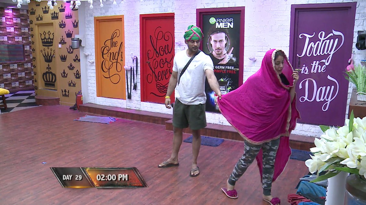 Replying to @SidNaazCaps: Their first dance 💕 @sidharth_shukla @ishehnaaz_gill