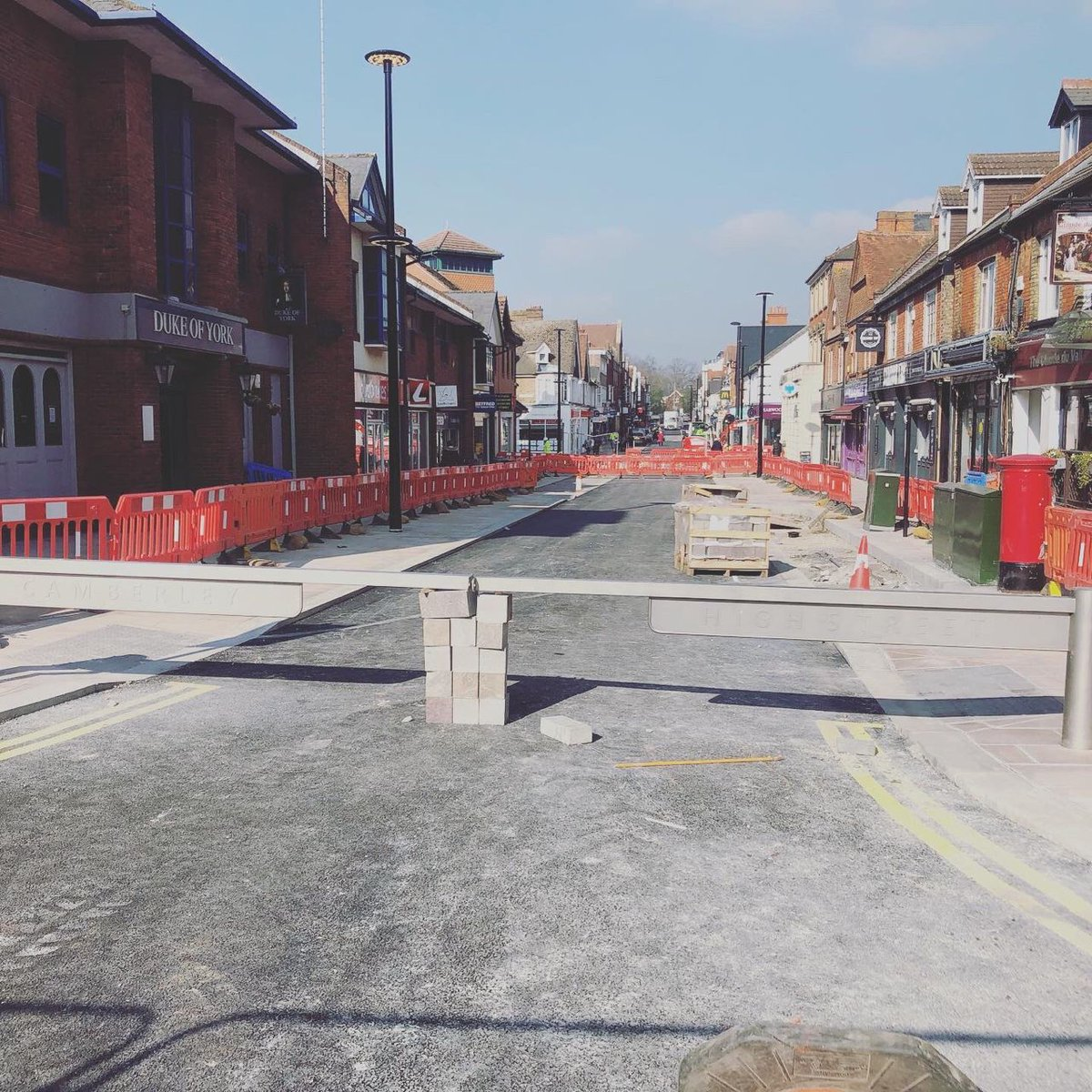 Camberley High Street, Princess Way and Knoll Walk works are nearing completion - and what a positive change this project has brought to #camberley 🌟😊  #lovecamberley @ProjectCentreUK @wh_stephens #WednesdayMotivation