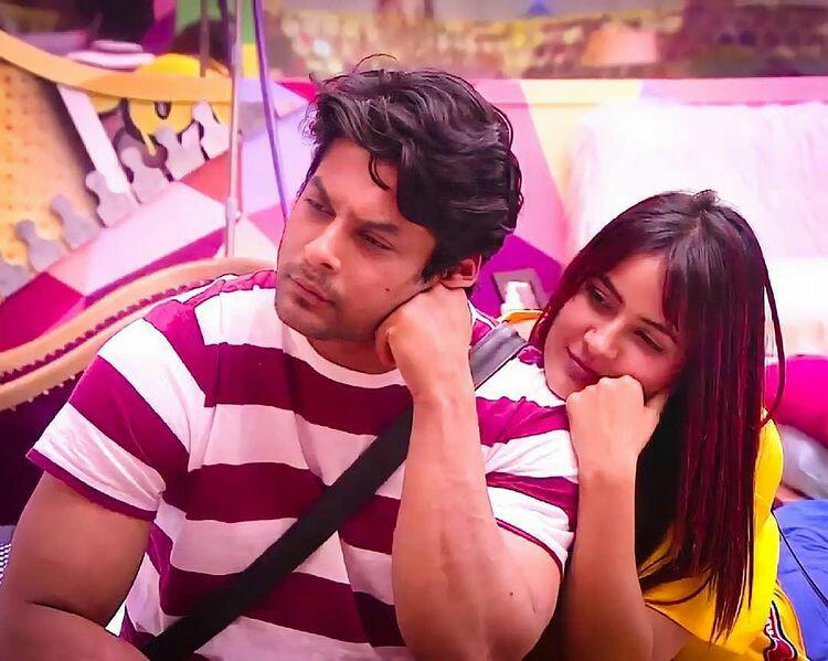 Ok Google, how to stop falling in love with these two adorable munchkins over and over again?!! 👉👈😭💖💖💖💖💖💖💖💖 I am falling more for them everyday!!!                ✨♥😭♥✨  @sidharth_shukla @ishehnaaz_gill I love you both so much!!😭😭❤❤   #SidNaaz #SidNaazDiaries