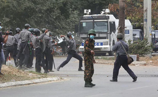 #Myanmar  security forces shot and killed 9 people during protests against the #militarycoup    @IndiainMyanmar  @Myanmar_Now_Eng  @JusticeMyanmar  @naypyidawpost  @mygovindia   #BreakingNews  #BREAKING  #wednesdaythought  #HNN24x7