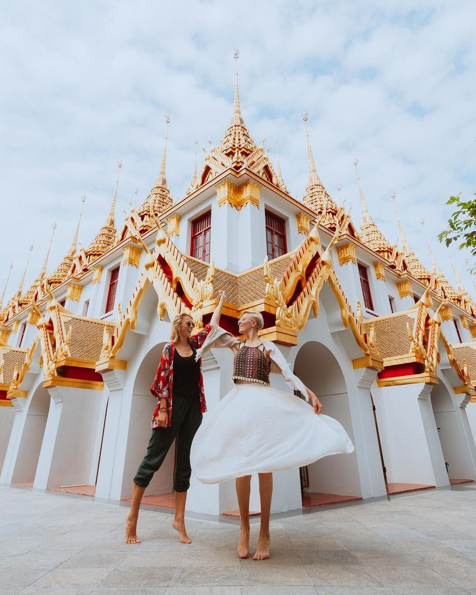 Missing long trips and beautiful places 🙏🤩 📷@onceuponajourney  Plan your next perfect trips 😀 -> Organize your itinerary & stuff to do Try us! 😎  __________ #goercommunity #bangkok #thailand #travel #tourism #pagoda #roadtrip #outdoors #beautiful #historic #temple