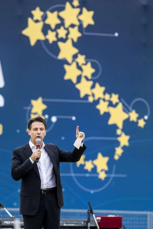 #GovernoDraghi sarà una breve parentesi che lascerà sul campo un #cdx a guida #Salvini fallito e nuovo csx a guida #M5s #Conte come uno tsunami, che costringerà il #PD a fare una scelta di campo liberandosi della destra nel partito .  #AvanticonConte https://t.co/cIVeHaFKtk