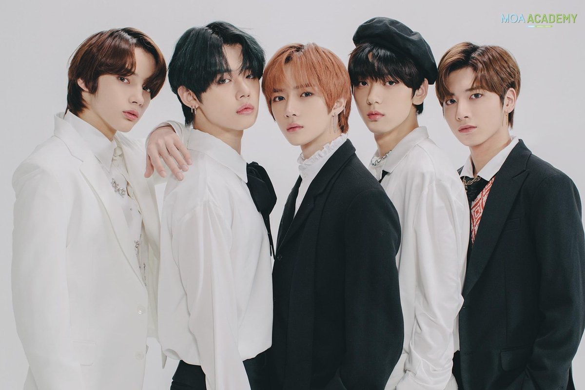 HAPPY ANIVERSARRY TXT💙💙💙✨ 2 YEARS WITH TXT !! GUYS... i'm so proud of you, you'll grow up fast💖💙 you always make me smile and laugh💜💙 I LOVE YOU #2MagicalYearsWithTXT #TOMORROW_X_TOGETHER  #2YearsWithTXT