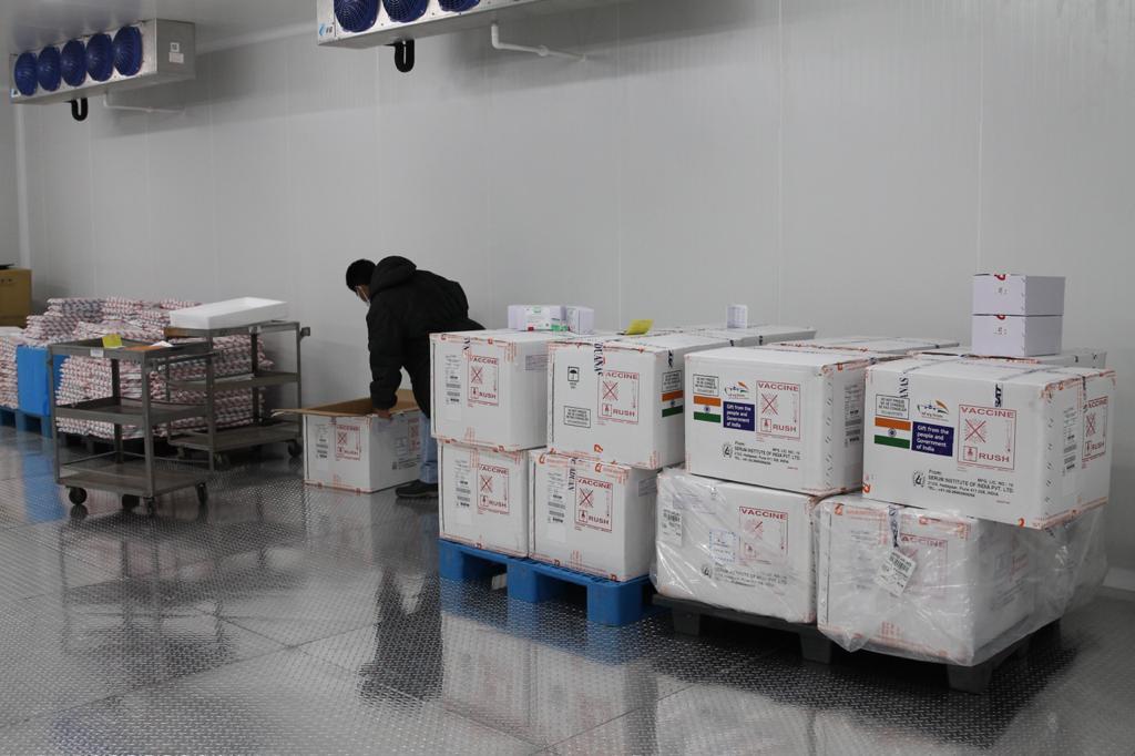 test Twitter Media - Hoy inicia distribución de las 200 mil vacunas contra Covid-19 donadas por la India las cuales serán utilizadas para continuar con la vacunación del personal que atiende en primera línea.📸: José Orozco/LH https://t.co/sItGYrJgpj