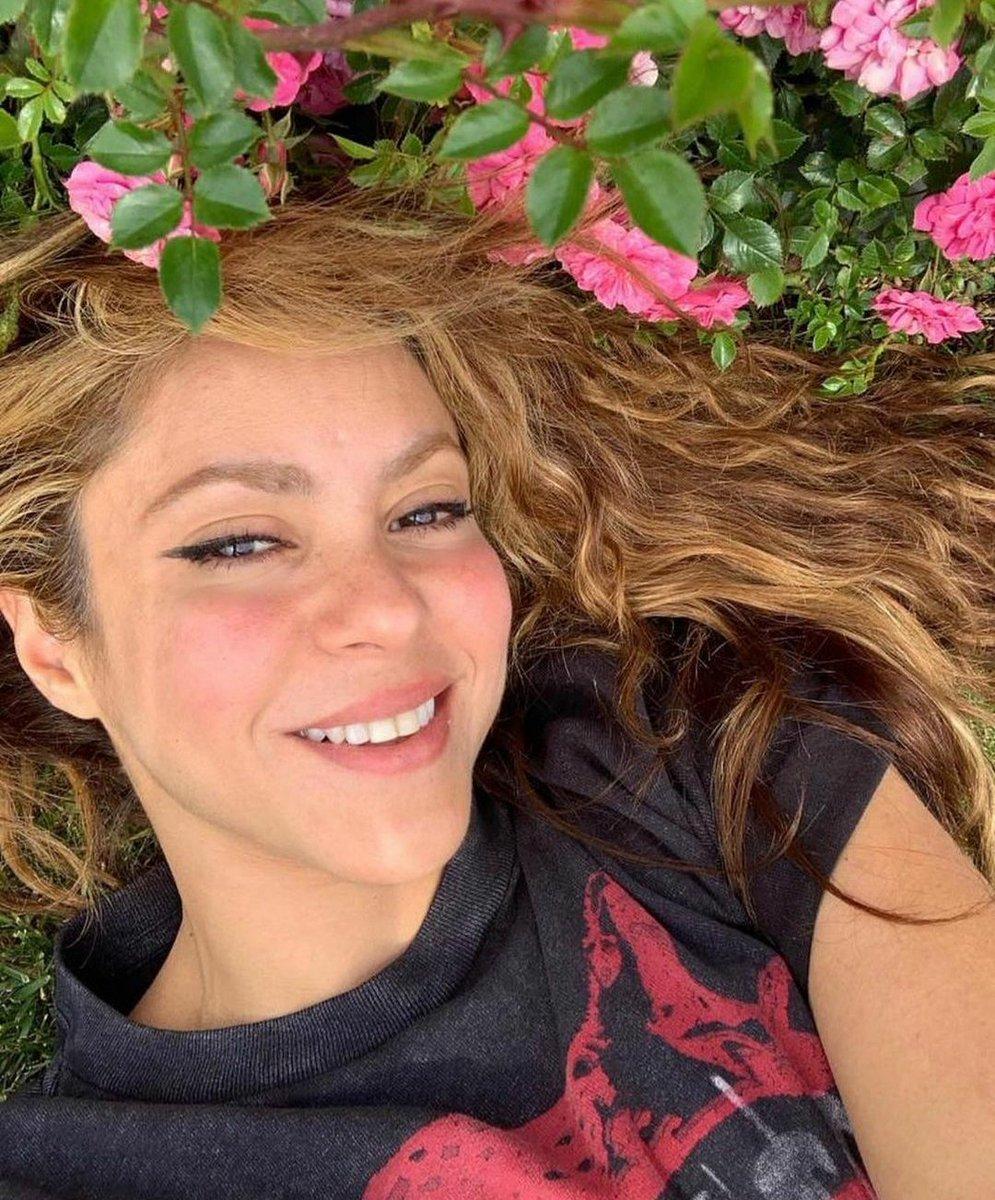 Buon mercoledí #Shakifan🌸! #halfweek #felizMiercoles #wednesday #mood #aspettandolaprimavera #spring #vibes #queen #shak #reina #latina #flowerpower #latinas #shakiralovers #sorriso #sonrisa #smiling #shakira #weloveit #instapic #instamood #tagsforlikes