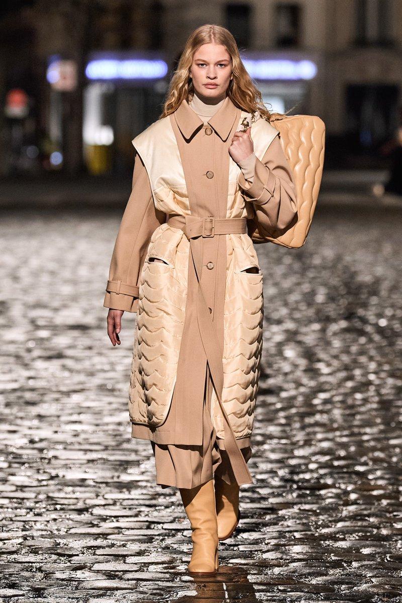 Chloé Fall Winter 2021, a splendid collection by Gabriela Hearst   #Chloe #ChloeParis #fashion #luxuryfashion #fashion #GabrielaHearst #Paris #FW21 #Rcihemont @chloefashion