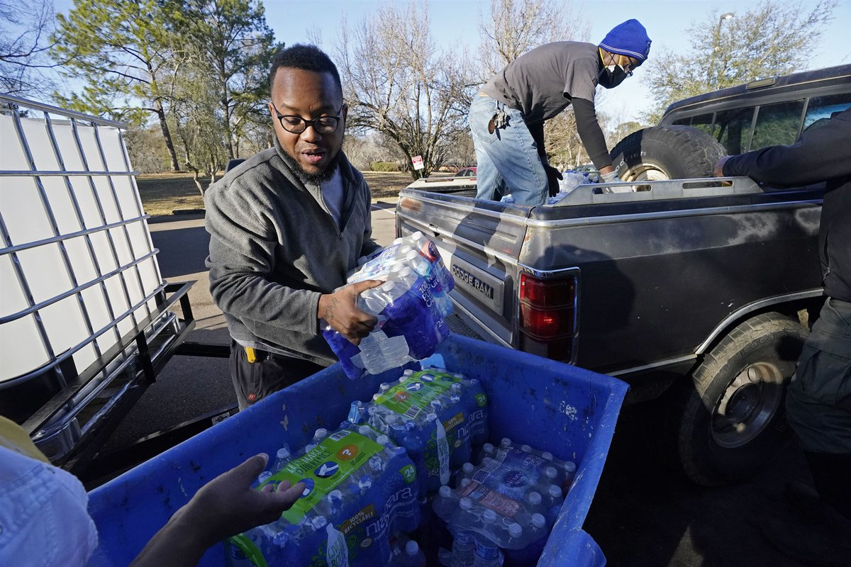 Jackson, Mississippi, has entered the third week of a crisis that has left much of the city without water since freezing temperatures devastated much of the South.  Community leaders say that the disaster isn't a one-off.    (1/5) #NBCNewsThreads