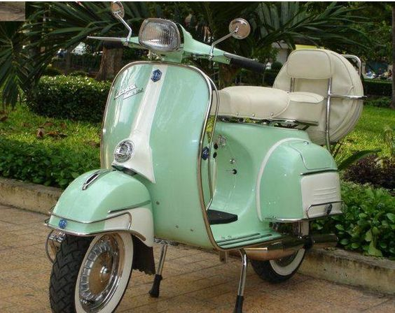 Warm weather means I once again start (unsuccessfully) looking for a vintage @Vespa_Official scooter to boot around town during the summer. ONE DAY. (Imagine a sidecar WITH DAPHNE IN IT)