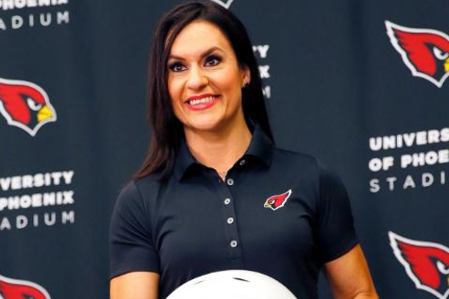 Our final speaker, @jwelter47, the first female coach in the #NFL, will be addressing #ILFYQR shortly to wrap-up our keynote speakers! 🏈