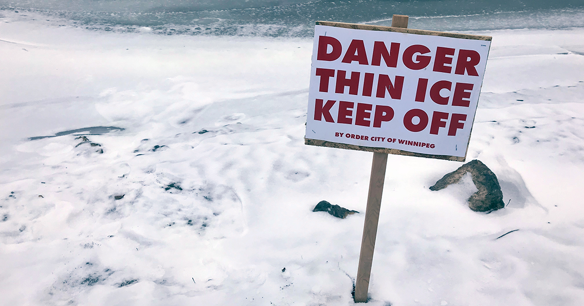 All Winnipeg waterways are currently unsafe due to thin ice conditions. Walking on the ice on rivers and ponds is unsafe. It puts you and our first responders at risk. For more information, see: bit.ly/2NTqoL1.