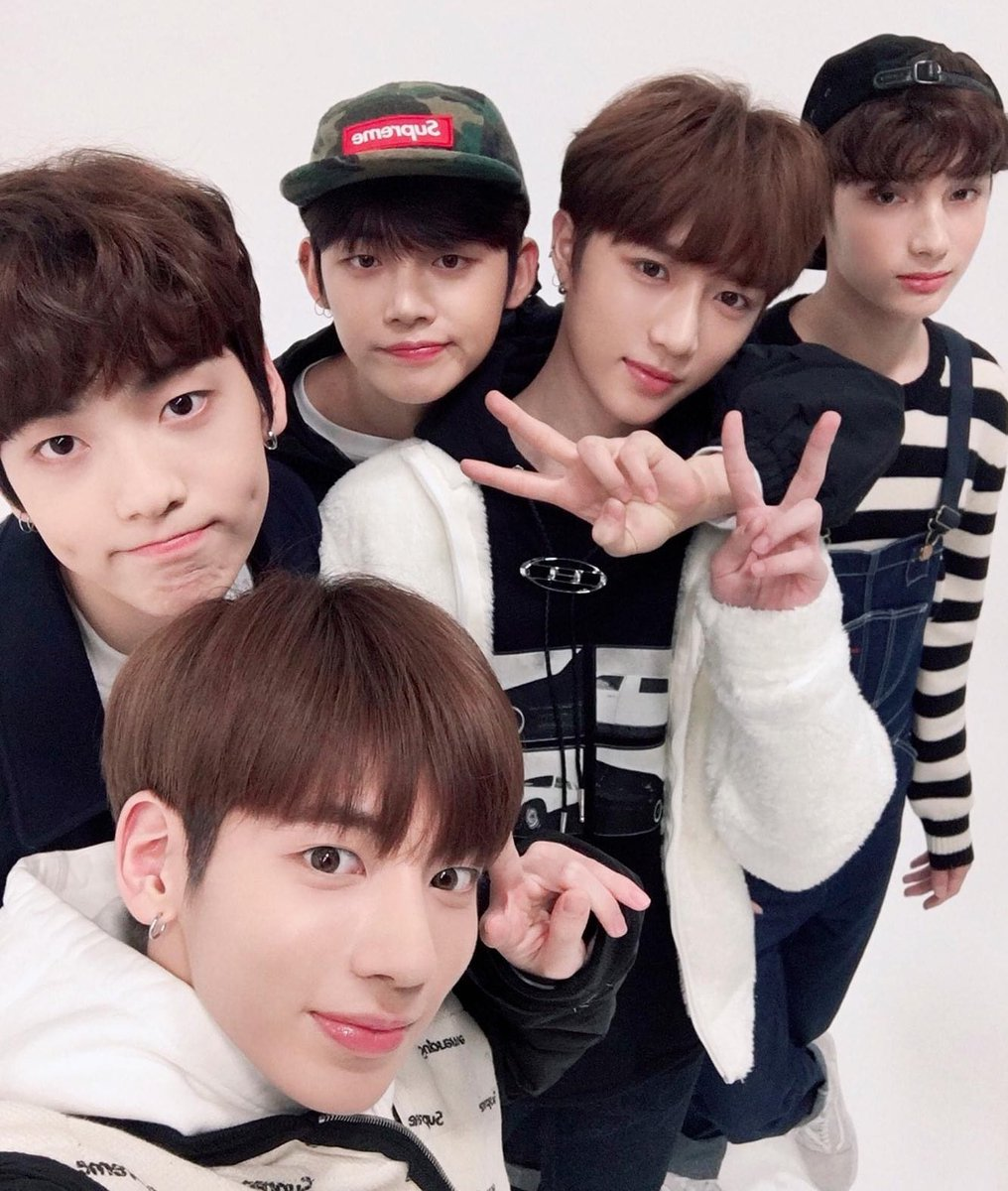 It's been 2 years since you guys debuted and 2 years since i stan/love you guys 🥺💙. Let's stay together forever 🥺💙  #TXT @TXT_members   #2MagicalYearsWithTXT #소중한_봄의_추억_데뷔_2주년  #TOMORROW_X_TOGETHER   #투모로우바이투게더
