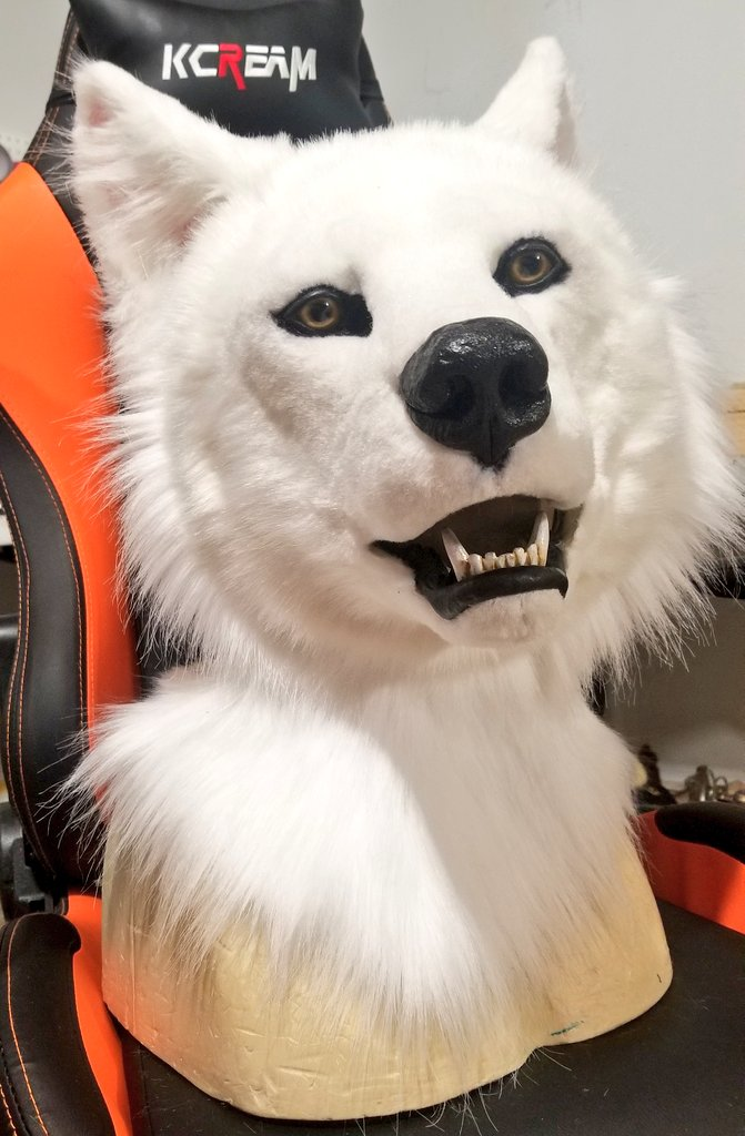 Just needs some airbrushing. If anyone wishes to claim this to habe custom airbrushing dm me. Asking $1400 free shipping in the us #fursuit #fursuitmaker #furryfandom #fursuitforsale