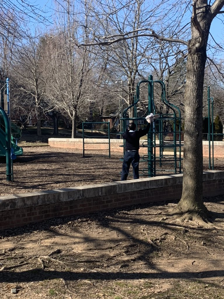 A huge thank you to our custodians for keeping our playgrounds clean! <a target='_blank' href='http://twitter.com/McCarthyM_JES'>@McCarthyM_JES</a> <a target='_blank' href='http://twitter.com/JamestownESPTA'>@JamestownESPTA</a> <a target='_blank' href='http://twitter.com/APSVirginia'>@APSVirginia</a> <a target='_blank' href='https://t.co/zMfRpgSRF5'>https://t.co/zMfRpgSRF5</a>