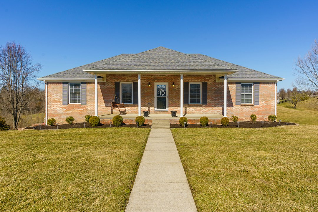 🏡🌳 #NewListing! Gorgeous Brick Ranch!!  📍 Price, Location, & More Photos ➡️   #BHHSFosterRealtors #MARCUMsold #RichmondKY  #BereaKY  #GoodToKnow #Zillow #Realtor #Listings #HomesForSale #Trulia #BuyMe #ForSale #Buyers #Sellers #TheNewStandard #Home