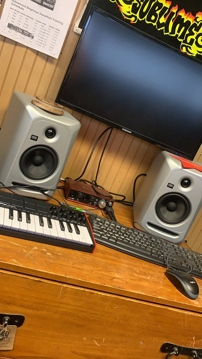 @nickmaraldo @BaileyMcComas #pmsbiggamingshow hey fellas, been a long time fan of the show, would love a nice new comfy chair to accompany my home studio where I not only make music but edit my motivational videos #RoadtotheRace which you can find by hitting the link in my bio