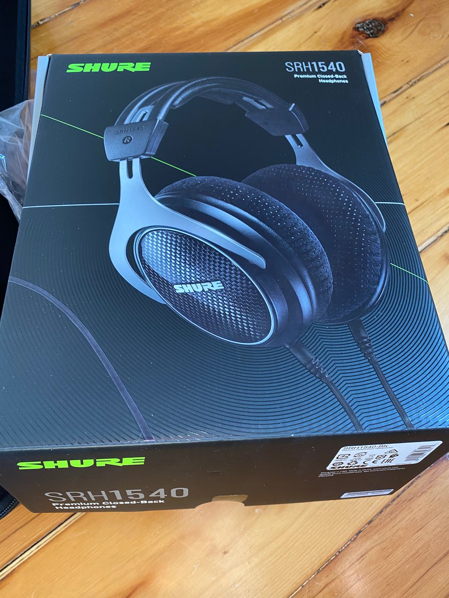 Unboxing new audio wired headphones. Boy it's good. Soundstage is so much better than previous. So glad I got the Shure 1540s. @shure these are my second pair from you. Can't wait to give these a few weeks of use. @headfi helped a lot with clear reviews. #shure #hifi #headphones https://t.co/BgsFUzBTBK