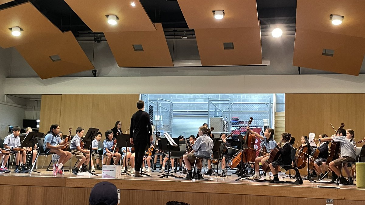 It's very exciting to hear @CanberraGrammar Music bouncing back bigger and better - louder and prouder! - after 2020. Thanks to #CGSMusic team and hundreds of #CGSMusicians for invitation to morning rehearsals. Such an uplifting way to start the day.