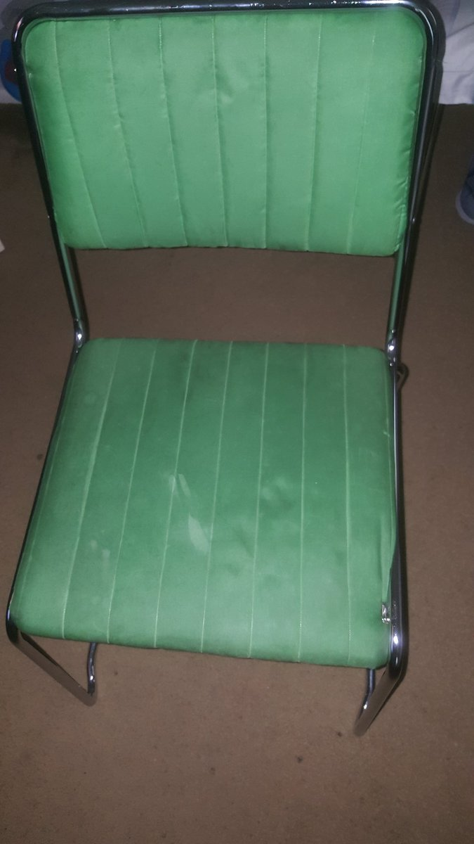 @BaileyMcComas This chair stinks, but what wouldn't is a hook up from the boys! #pmsbiggamingshow