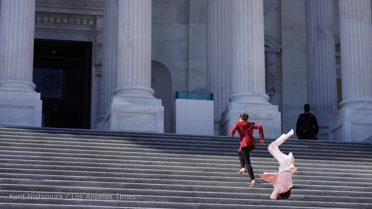.@AOC skips stairs as she sprints past Jason Derulo falling down the east front stairs of the House at the #USCapitol! https://t.co/rEZ5T0kQ03