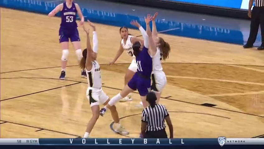 Give, go & make the shot. 💨  Here's that amazing connection for the Huskies.   📺 Pac-12 Network 📲   #Pac12WBB | @UW_WBB | @Nextiva