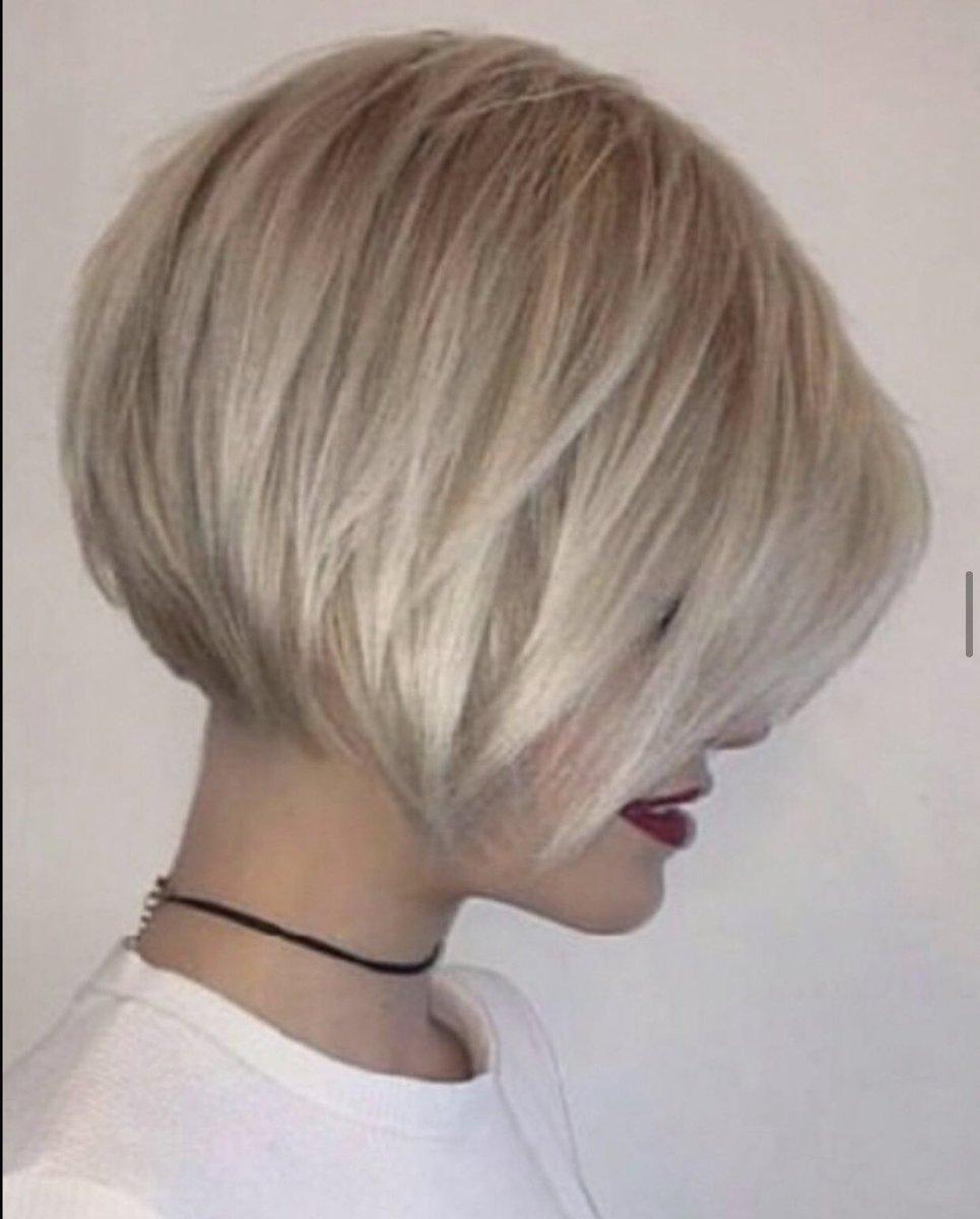Ya estoy casi decidida acerca de mi nuevo corte de cabello.  Sería; este que ven en las fotos.  Aún me falta decidirme por el color.  ¿Qué opinan rubio más claro o pelirrojo? ¿Quién me ayuda a decidir? Mi cita es el 13 de marzo.  Tengo diez días para pensarlo.  🤔
