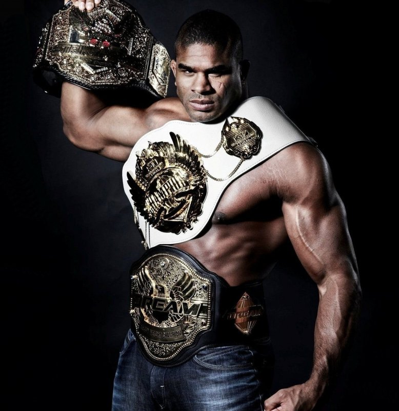 The one that got away. Alistair Overeem came so close to capturing the UFC heavyweight championship and everytime he had a set back he always found a way to put another run together but it just wasn't meant to be. Still an absolute legend. https://t.co/MiFTq4Qkti