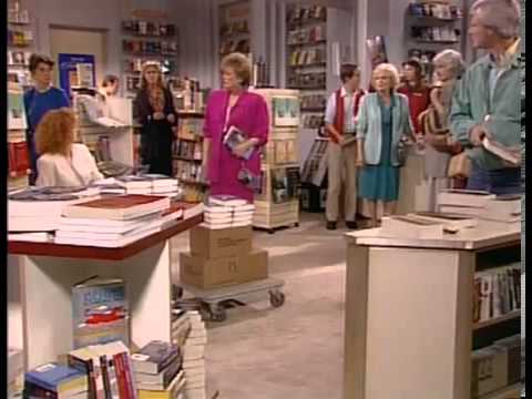"#OnThisDay March 23, 1990, #GoldenGirls aired S5E21 ""Sisters & Other Strangers""  Blanche's sister writes a #RomanceNovel... about who? Stan's cousin visits & talks #Communism. #BeaArthur #EstelleGetty #RueMcClanahan @BettyMWhite #BettyWhite #wbw #VannaWhite"