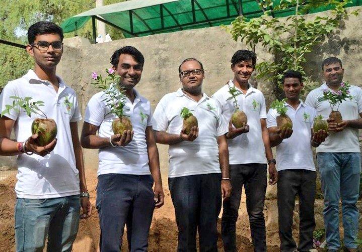"""प्लास्टिक थैली के स्थान पर पौधे उगाने के लिए नारियल के खोल का इस्तेमाल करें और """"प्लास्टिक मुक्त भारत की दिशा में एक अहम योगदान दें।  #plasticfreecountry #plasticfree #usecoconut  #beatplasticpollution #plasticfreeindia #Gautamluhar  #greenindiachallenge @kalptaru108"""