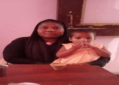 #परिवार_से_बिछड़े_मासूम_को_पुलिस_ने_मिलाया रिश्तेदार के यहां आयी एक 03 वर्षीय मासूम बच्ची आर्फिया प्रतापगढ़, जो बिछड़ गयी। सुलतानपुर पुलिस ने बच्ची को अपनी सुपुर्दगी में लेकर उसके परिजनों की तलाश शुरू कर दी। परिजन ने जब बच्ची को सकुशल देखा तो उन्होंने पुलिस का आभार व्यक्त किया