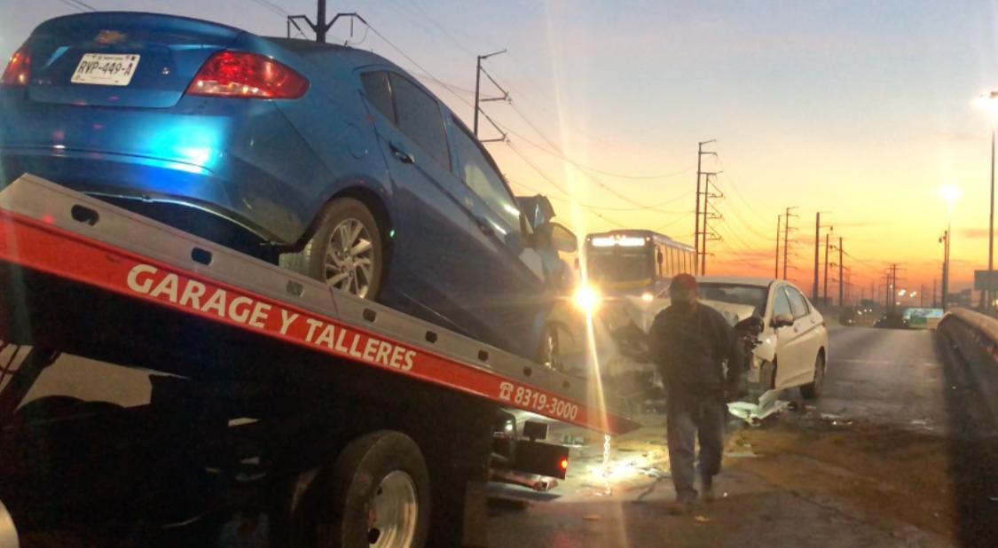 #DespertamosJuntos  Mujer circulaba en contra en Av. Sendero y choca contra un vehículo y muere el conductor esta mañana @rayelizalder nos cuenta en @_LASNOTICIASMTY