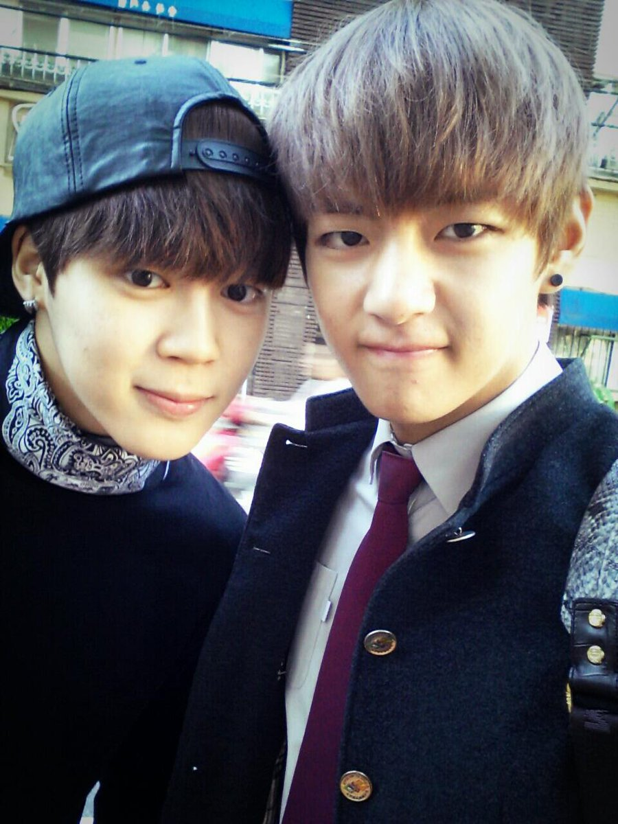 Since their predebut days to this day, they're always together 🤧💞 Congrats to our lovely soulmate for graduating university! 🙆🏻♀️💜 #JiminTaehyungGraduation #ProudOfYouTaehyung #ProudOfYouJimin #CongratulationsTaehyung #CongratulationsJimin #VMinGraduation @BTS_twt