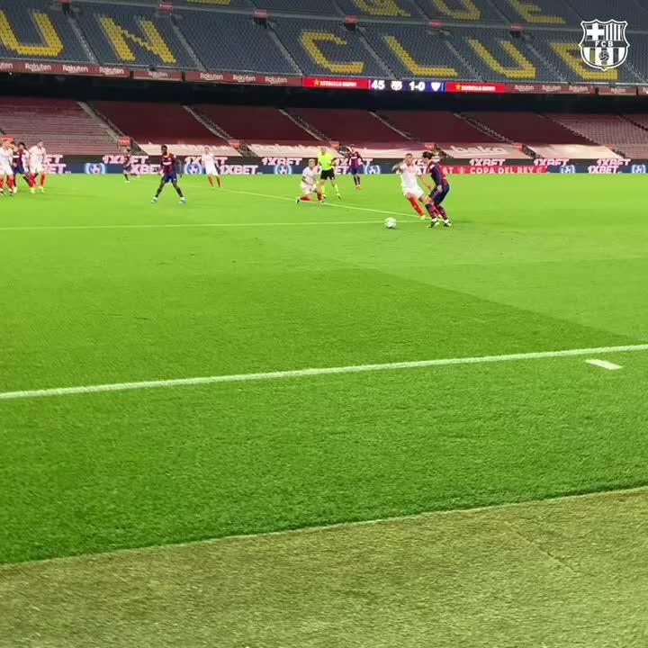 Gerard Pique was 𝐡𝐲𝐩𝐞𝐝 after his last-minute goal kept Barca alive in the Copa del Rey 😤  (🎥 via @FCBarcelona) https://t.co/5VLJLuDBjv