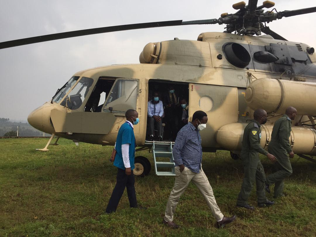 #BreakingNews 1st batch of Vaccines has just arrived in Burera by Helicopter before heading 2 different Health Centers across @BureraDistrict this is really Dignity of each&every Rwandan.Big up Your Excellency @PaulKagame this is a result of your efforts #COVAX #RBANews #Covid19