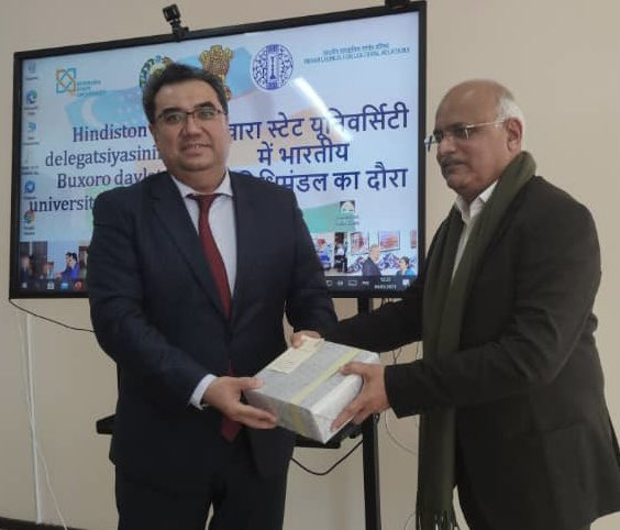 At the Bukhara State University, Bukhara, Uzbekistan; we were pleasantly surprised as a to be varsity band played tunes of 'Dum Dum Diga Diga' and 'Bol Radha Bol Sangam'!Here, visited an year old India Study Room and announced a gift of 365 books on India, in Hindi and English!