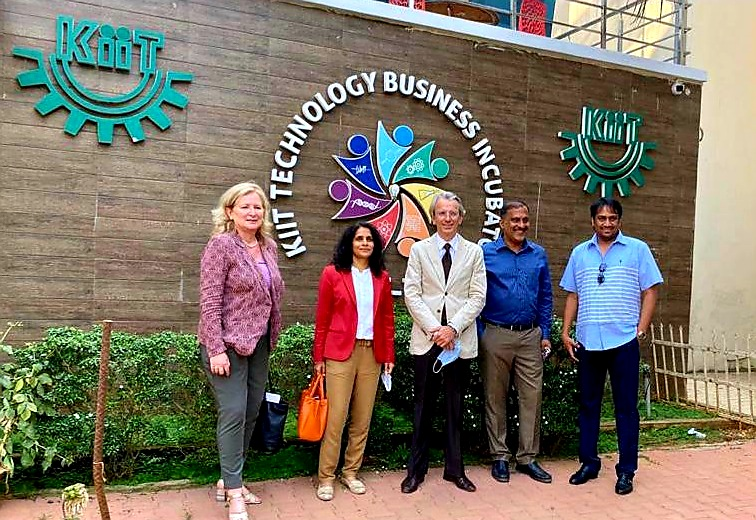 Visited@KIITUniversity& @kissfoundation with founder & MP, Shri@achyuta_samanta, famed for his contribution to education. France wants to build closer academic ties with #KIIT, an institution of eminence full of talent. https://t.co/cAvrWokXSq