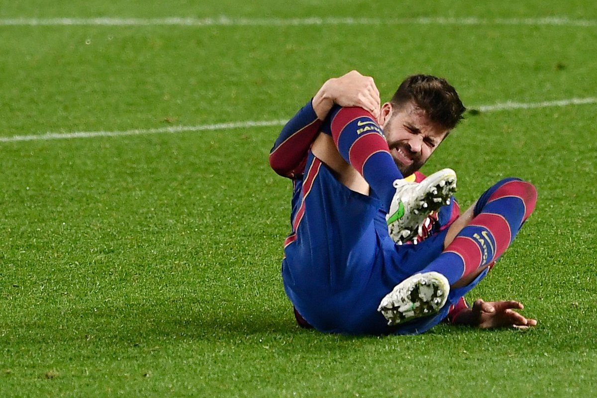 Barcelona confirm Gerard Pique suffered a knee injury in last night's win over Sevilla.  He is expected to miss the second leg against PSG on Wednesday. https://t.co/ANXMbRGqk9