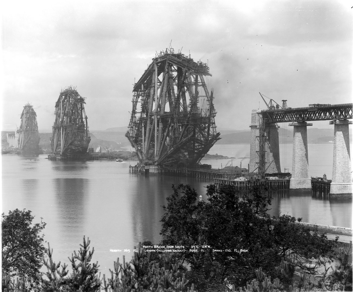 The #ForthBridge opened #OTD in 1890.  It has become a classic symbol of Scotland and is now a  @UNESCO World heritage site for its innovative design. #HappyBirthday 🥳  📷 GWW  MS 3792/A1013XB & MS 3792/A1013X