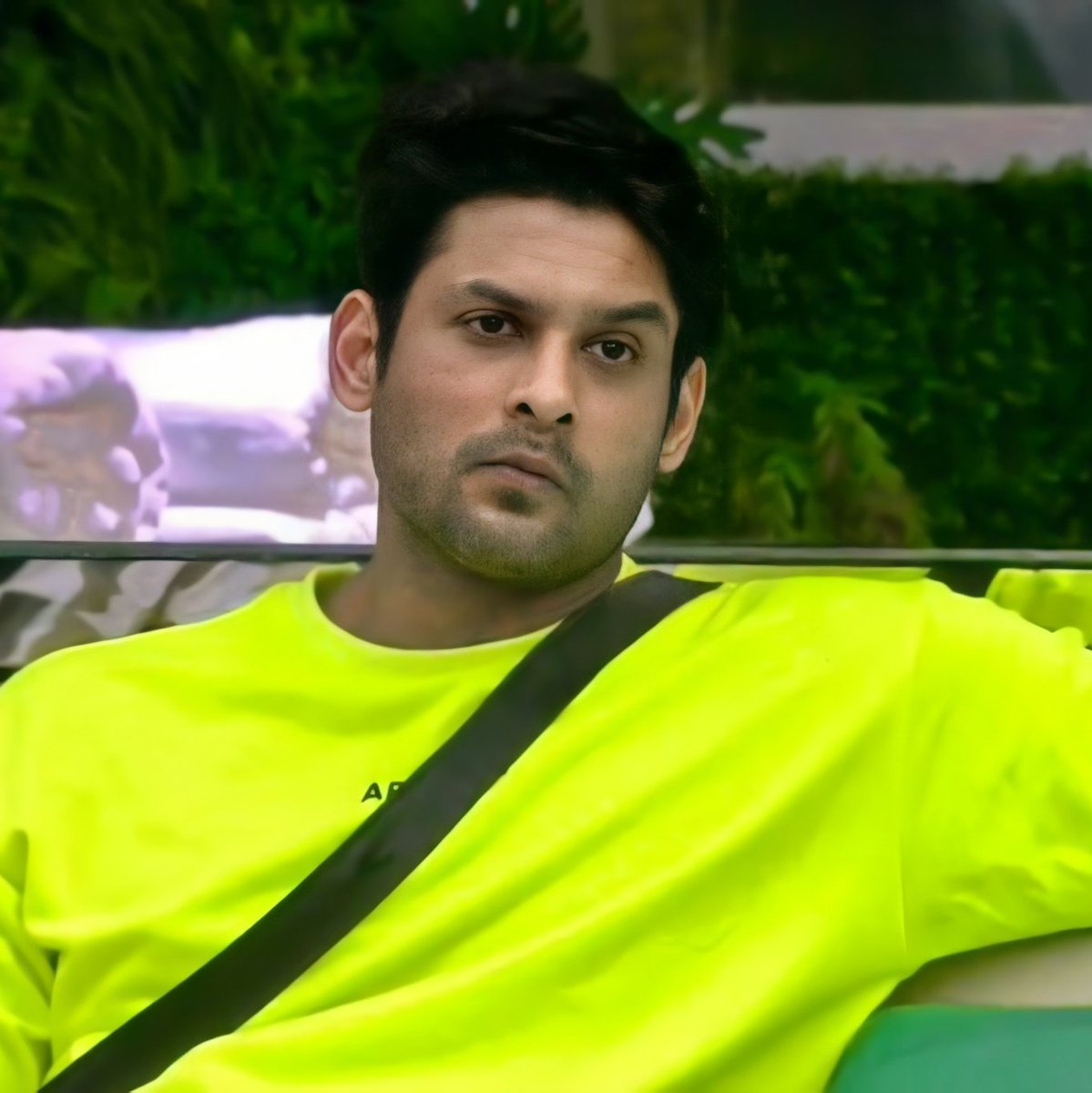 OK this one is galtfehmi ND confession as well I seriously didn't like your outfit that neon orange hoodie on wkv 🌝🌝 sorry tb muje lga ek ye chiz h jo #SidharthShukla pr n achi lgti pr aise kaise #SidharthShukla be like hold my lassi 😏 ND see #BB14 kya colorful candy lge Ho ap