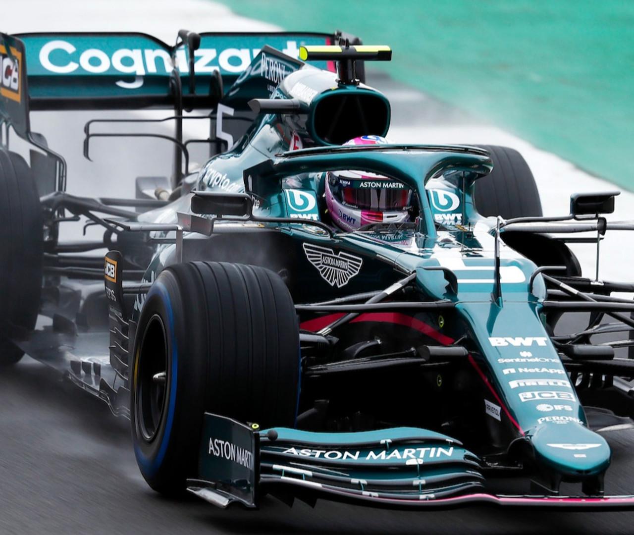 Casco Vettel Rosa