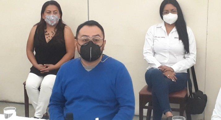 #Elecciones2021 ⏱ El Presidente Estatal del @CEEmorenaOax Lic. @SesulBolanos anunció en conferencia de prensa las limitaciones del @IEEPCO esta poniendo a su instituto político, intentan beneficiar al gobierno en turno en el estado.  #Enterate #Oaxaca @MorenaPorOaxaca https://t.co/IEjmqfHJyz