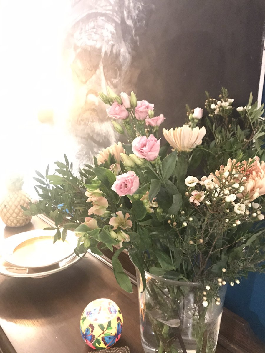 Beautiful flowers arrived this afternoon #beautiful #flowers #SpringIsComing #fuckoffcovid  #love thank you @GFitPTandBoxing