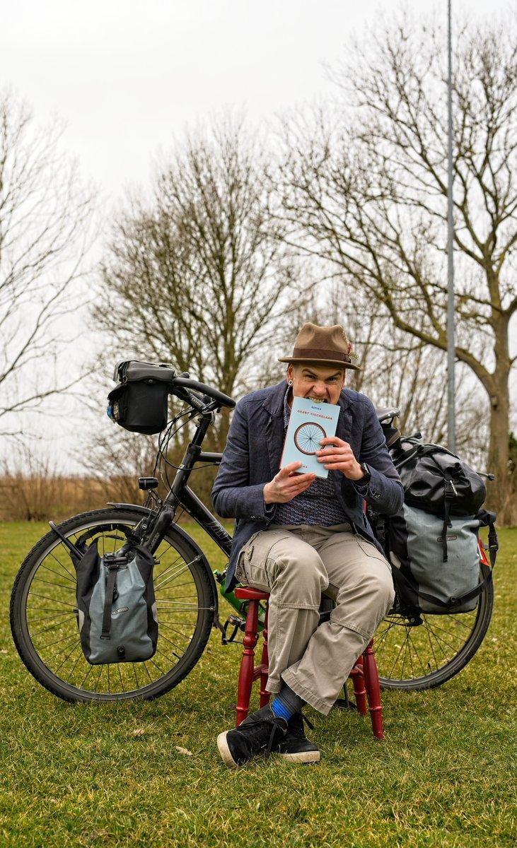 Moarntemiddei om 4 oere de boekpresintaasje fan 'Om' op Facebook en YouTube! Bookpresentation tomorrow at 4 pm!       #om #wurdbyld #afûk #CooP #abikemakesadifference #frysk #fryskeliteratuer #novel #bikelife  @Afuk_ @coopafrica